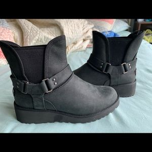 Black heeled Uggs